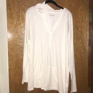 Columbia Women's white pullover T-shirt